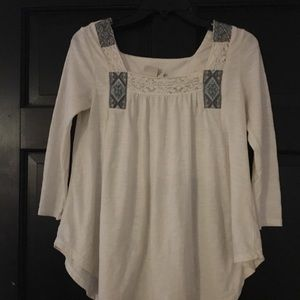 Cream 3/4 sleeve shirt